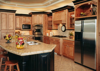 AlderWoodKitchenCabinets_CourtesyofHardwoodInfo-com